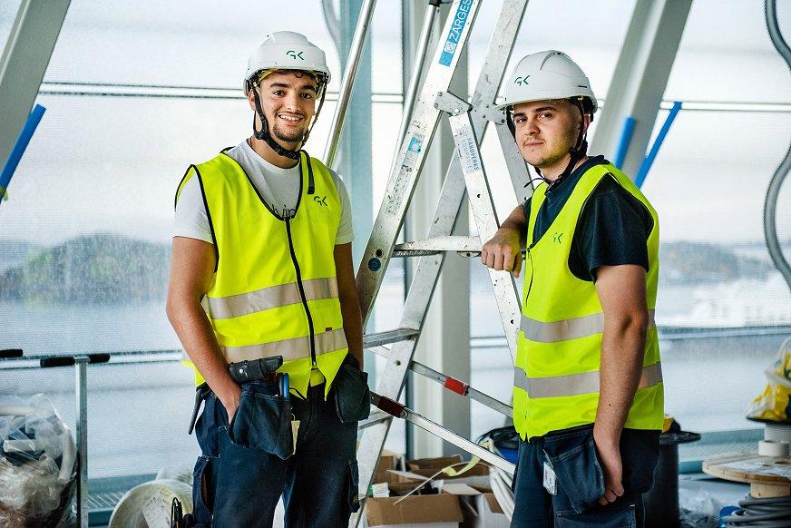 Arben Bajramaj og Adam El Boumlali jobber som elektrikere i GK