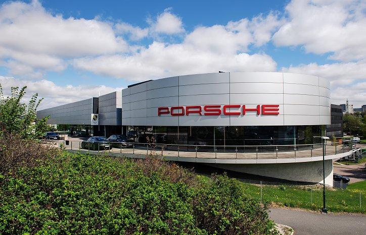 Kravene er høye på alle fronter når en legendarisk merkevare som Porsche skal rehabilitere egne lokaler – i anledning utrulling av Porsches første elbil Taycan.