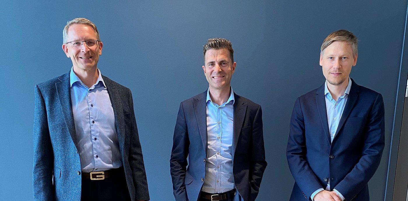 Steinar Fossen, styreleder Piscada, Per Arve Ekle, divisjonsdirektør og leder for GK Byggautomasjon og Kyrre Isaksen, CEO Piscada